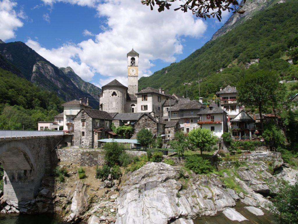 Лугано. Город с сохранившимися старинными постройками Швейцарии