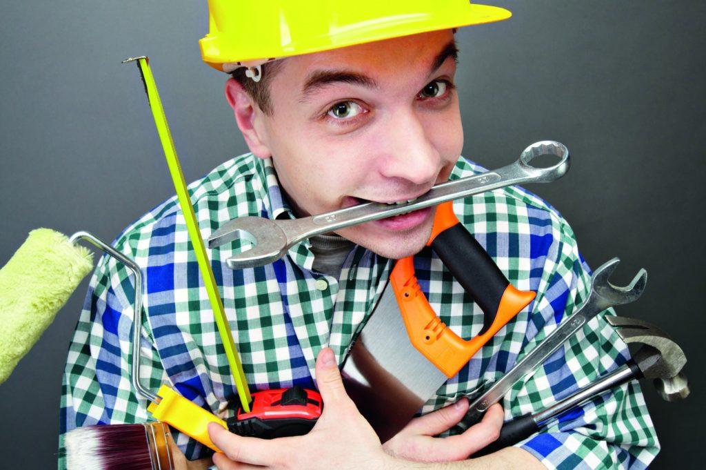 Работник с инструментами