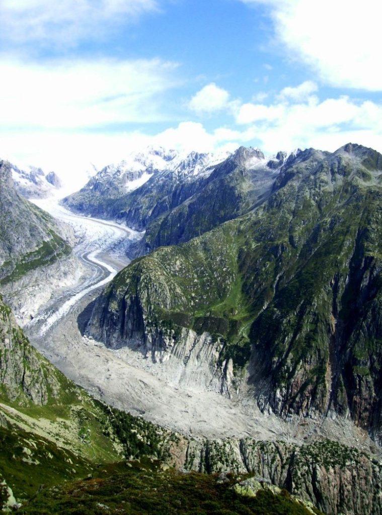 Красивый ледник в Швейцарии