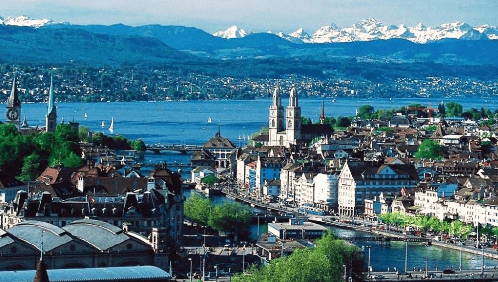 Цюрих. Фото. Вид на город и озеро.